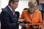 Merkel zeigt Cameron die CeBIT 2014